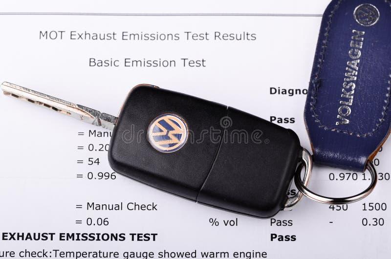 Certificado de prueba de las emisiones de Volkswagen imagen de archivo libre de regalías