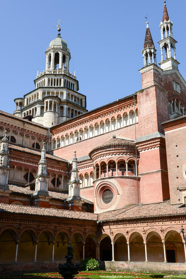 Certosa av den Pavia den medeltida kyrkan och kloster i Pavia royaltyfri foto