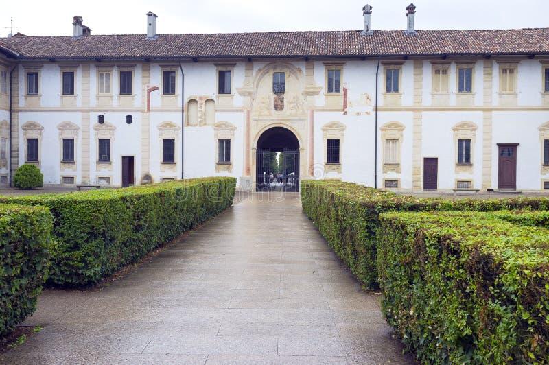 Certosadi Pavia: klooster en voorgevel van het museum Het beeld van de kleur royalty-vrije stock foto