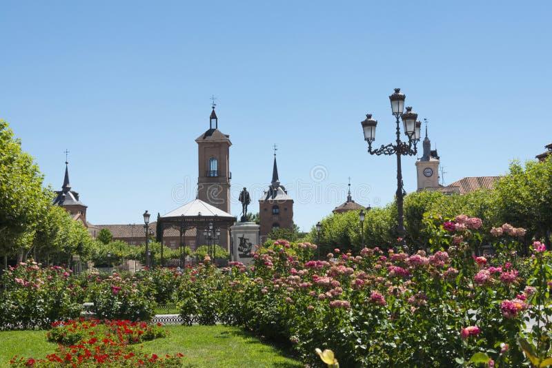 Cervantes fyrkant, Alcalá de Henares arkivfoton