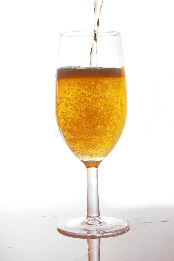Download Cerveja foto de stock. Imagem de vidro, alcoólico, suficiência - 10055214