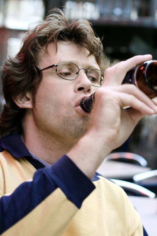 Cerveja bebendo fotografia de stock royalty free