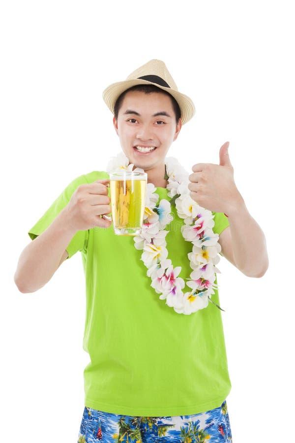 Cerveja bebendo do homem novo imagem de stock royalty free