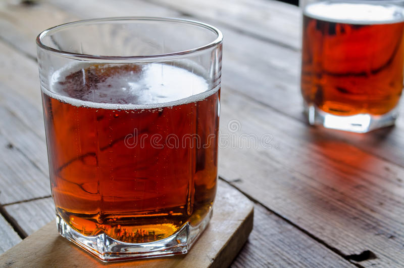 Cerveja de dois vidros fotos de stock royalty free
