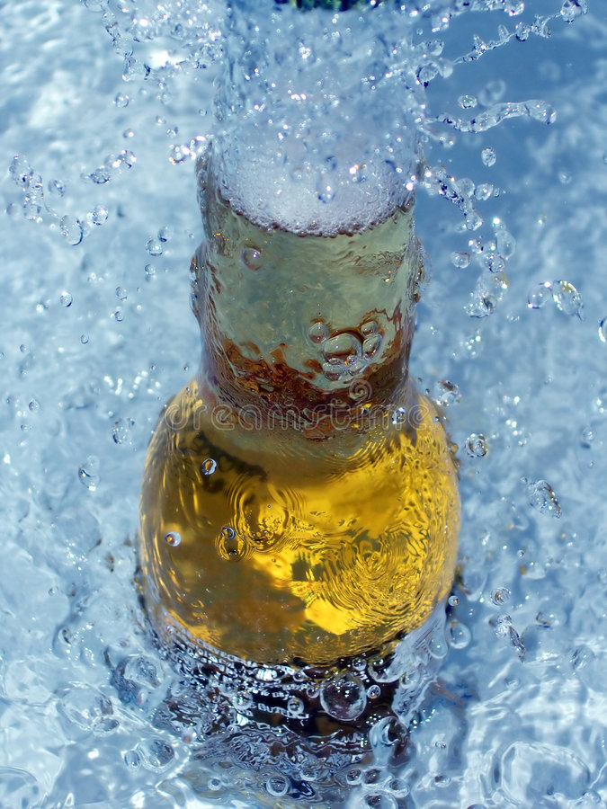 Cerveja de gelo fresca imagens de stock