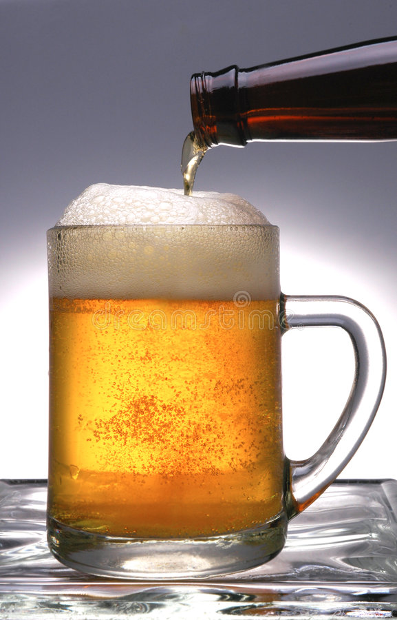 A cerveja derrama fotografia de stock royalty free