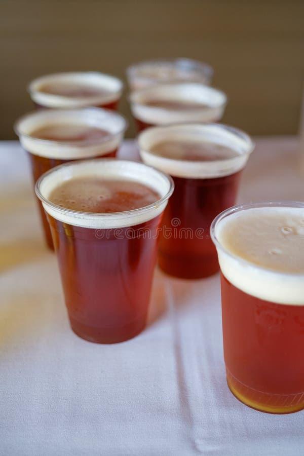 Cerveja do ofício no copo de água fotos de stock royalty free
