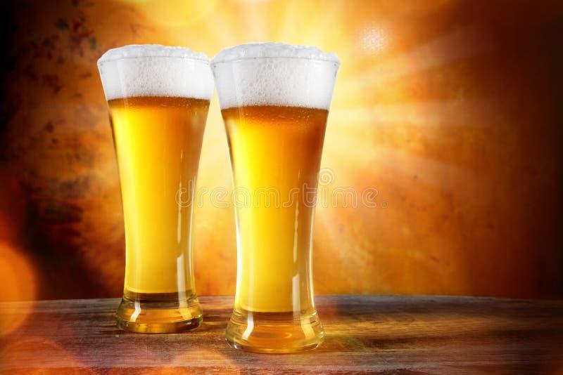 Cerveja em um vidro imagens de stock royalty free
