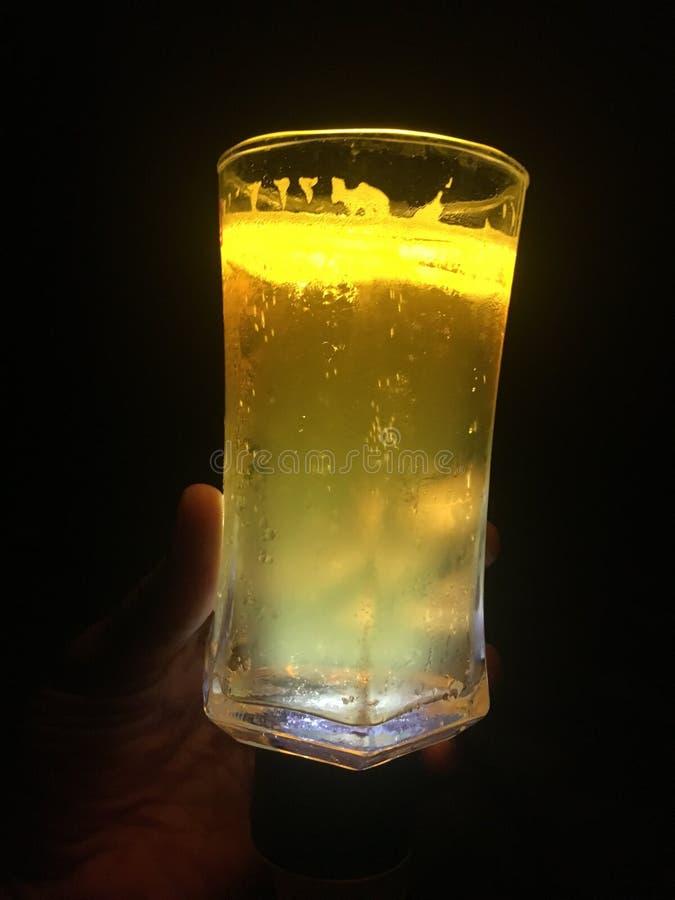 Cerveja iluminada foto de stock