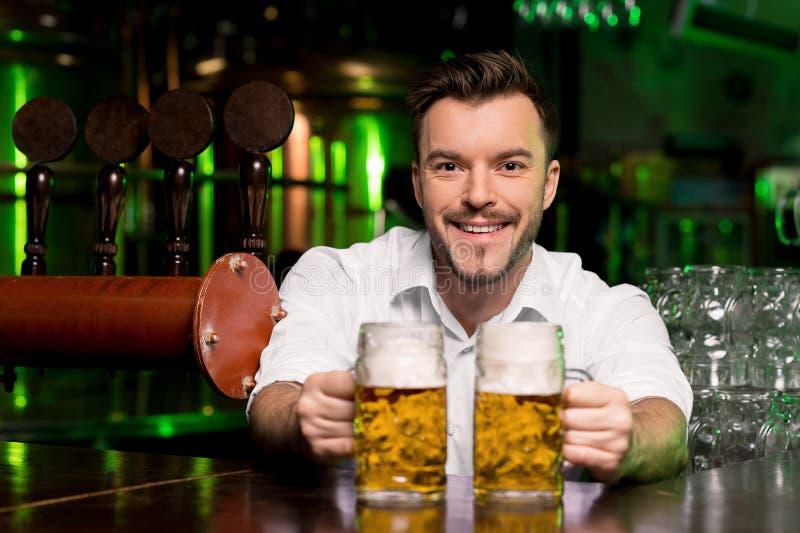 Cerveja recentemente batida. imagens de stock
