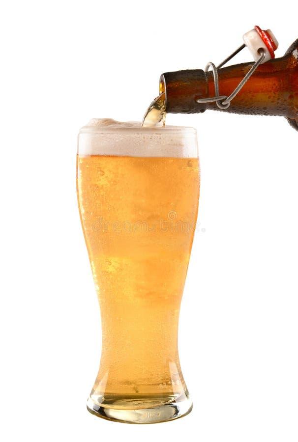 A cerveja superior da garrafa do balanço derrama imagens de stock royalty free