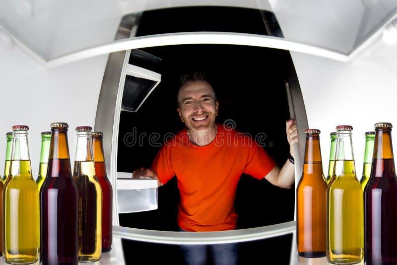Cervejas no refrigerador imagem de stock
