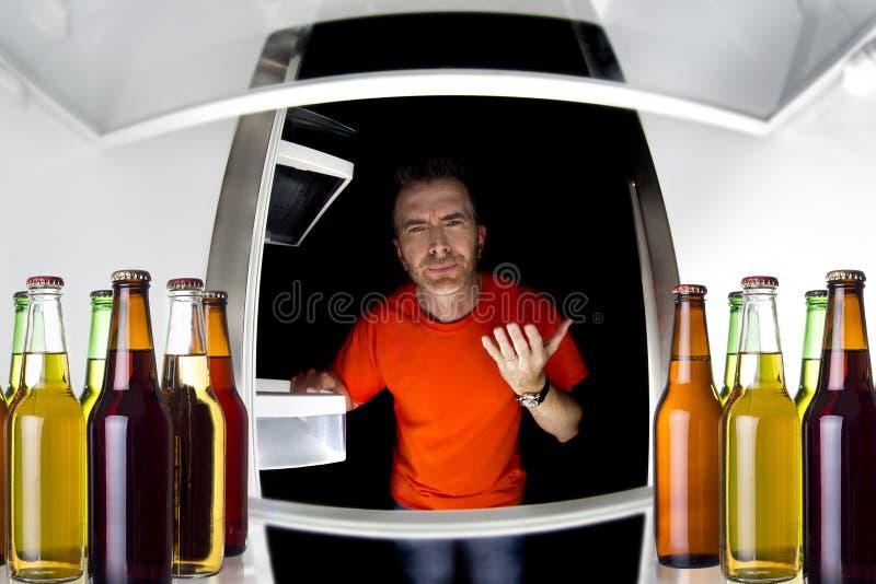 Cervejas no refrigerador fotos de stock royalty free