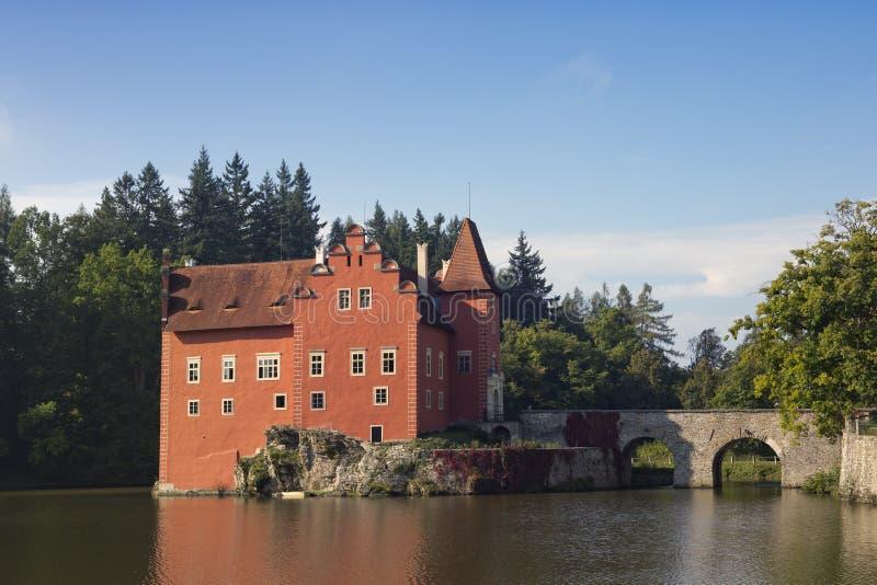 Cervena Lhota взгляд городка республики cesky чехословакского krumlov средневековый старый Замок на озере стоковые изображения
