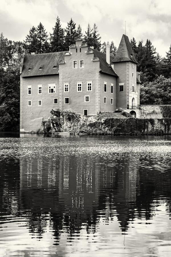 Cervena Lhota est un beau château dans la République Tchèque, noircissent photo libre de droits