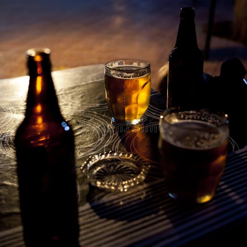 Cerveza, botella, cenicero, vidrio imagen de archivo libre de regalías