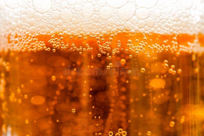 Cerveza con las burbujas imágenes de archivo libres de regalías