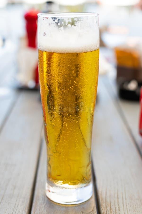 Cerveza de barril fresca fotos de archivo
