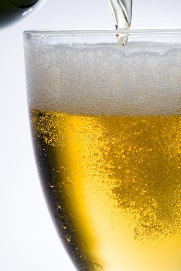Cerveza de cerveza dorada imagen de archivo libre de regalías