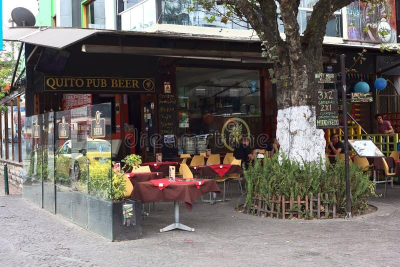 Cerveza del Pub de Quito en la plaza Foch en Quito, Ecuador foto de archivo libre de regalías