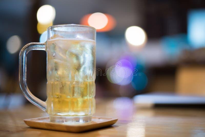 Cerveza del vidrio imágenes de archivo libres de regalías