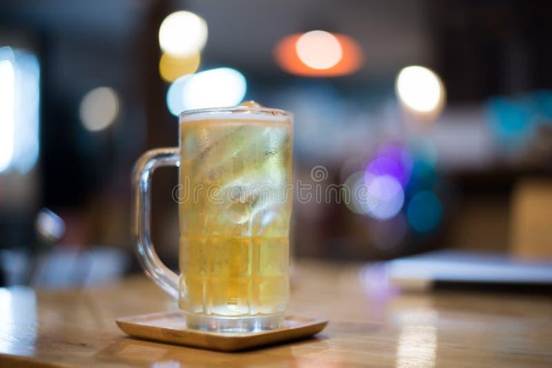 Cerveza del vidrio fotografía de archivo libre de regalías