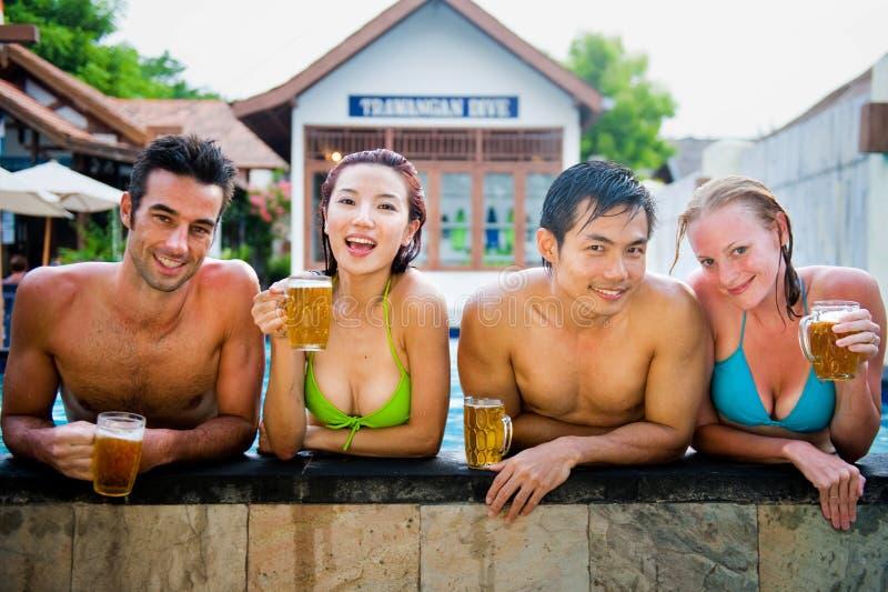 Cerveza en piscina foto de archivo libre de regalías