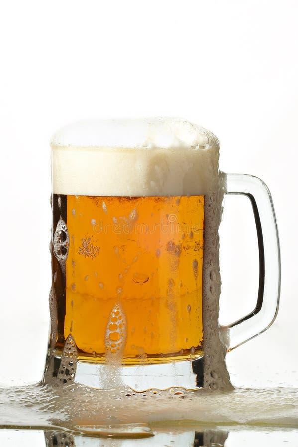 Cerveza en vidrio foto de archivo