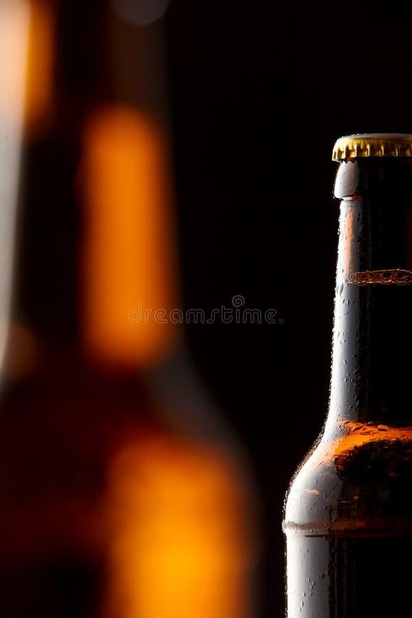 Cerveza fría en una botella para el concepto de Oktoberfest imagenes de archivo