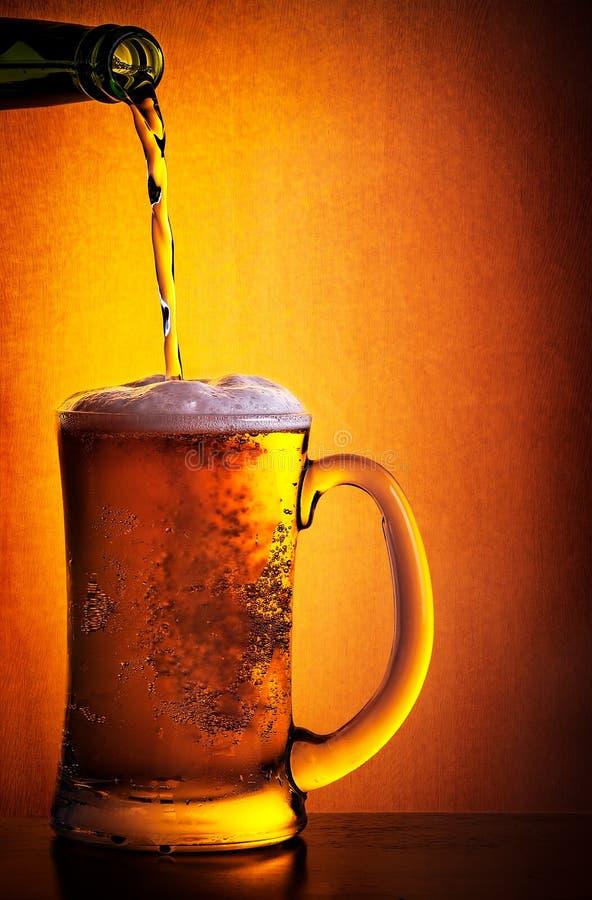Cerveza fría sabrosa fotos de archivo libres de regalías