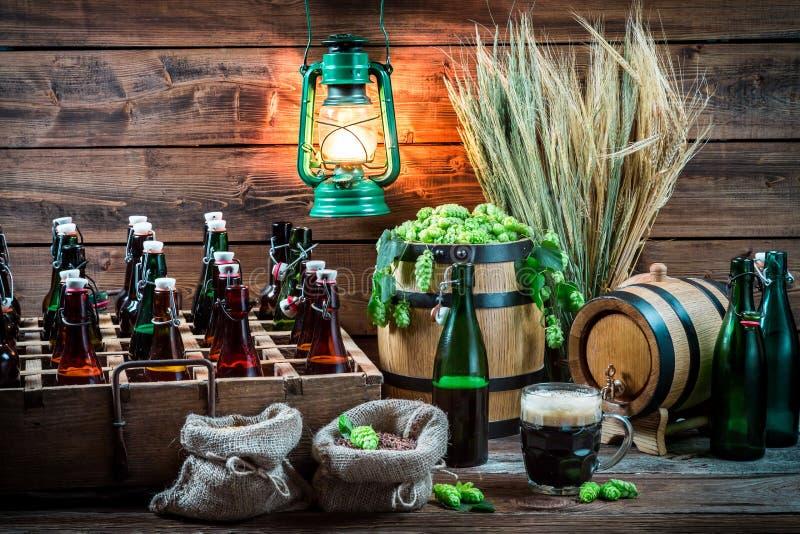 Cerveza hecha en casa envejecida en el sótano imágenes de archivo libres de regalías