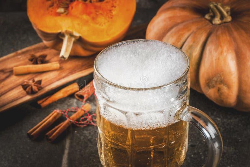 Cerveza inglesa picante de la calabaza foto de archivo libre de regalías