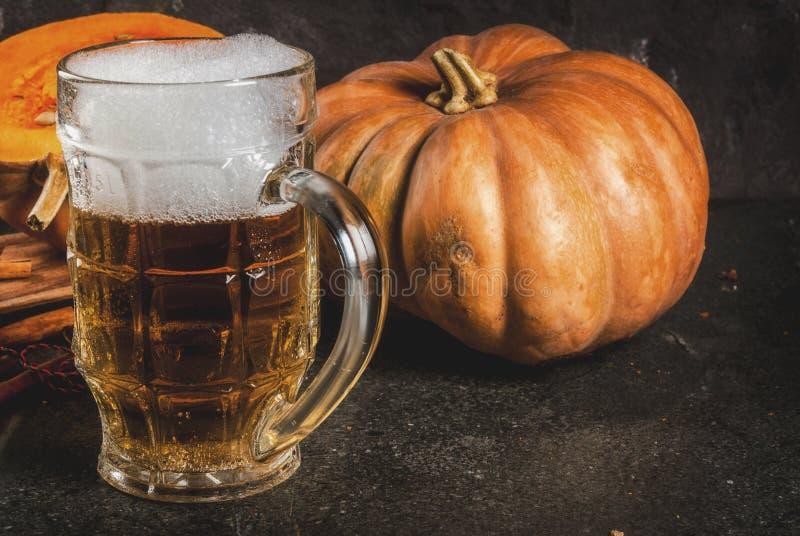 Cerveza inglesa picante de la calabaza imagen de archivo