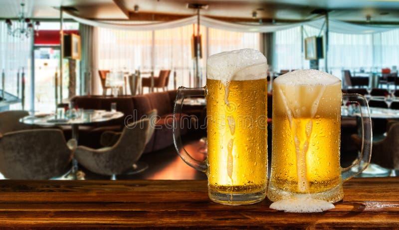 Cerveza ligera fría imagen de archivo