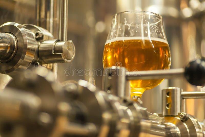 Cerveza ligera industrial imágenes de archivo libres de regalías