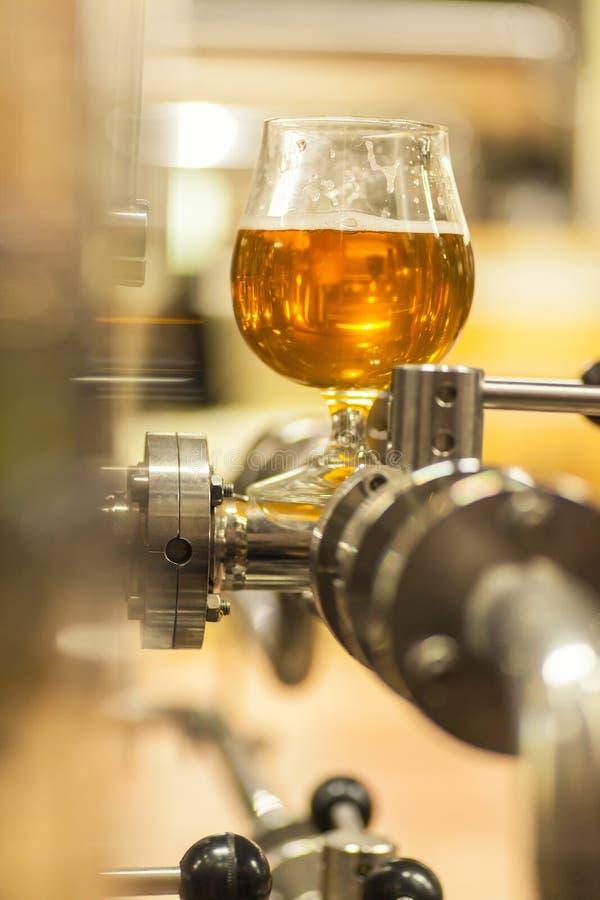 Cerveza ligera industrial imagenes de archivo