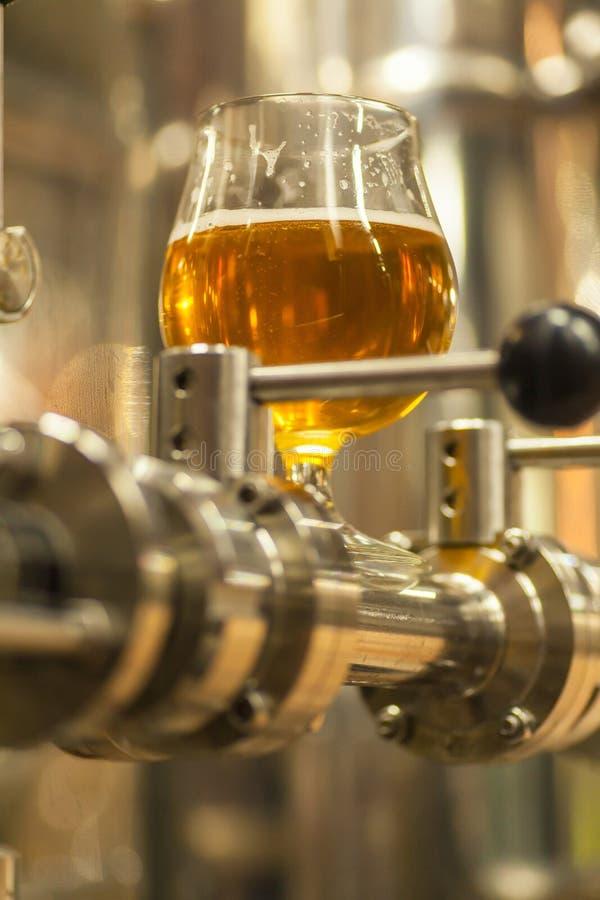 Cerveza ligera industrial foto de archivo