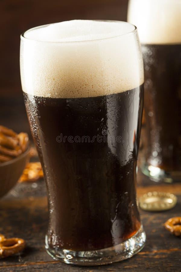 Download Cerveza Valiente Oscura De Restauración Foto de archivo - Imagen de cristal, marrón: 44852234