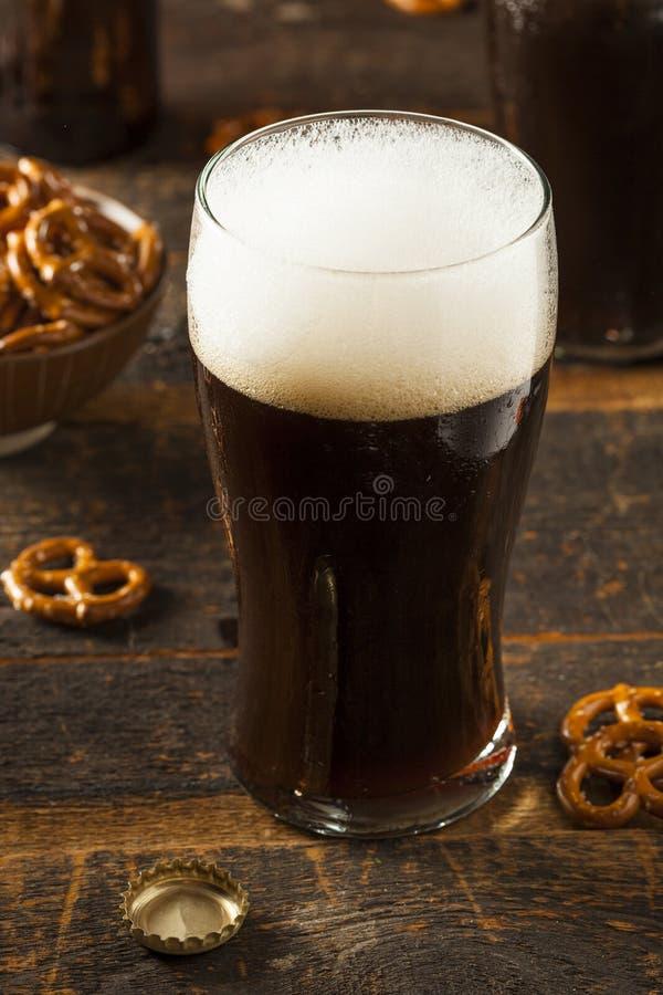 Download Cerveza Valiente Oscura De Restauración Imagen de archivo - Imagen de lager, líquido: 44852361