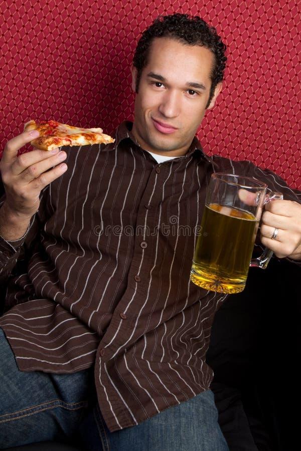 Cerveza y pizza imagen de archivo libre de regalías
