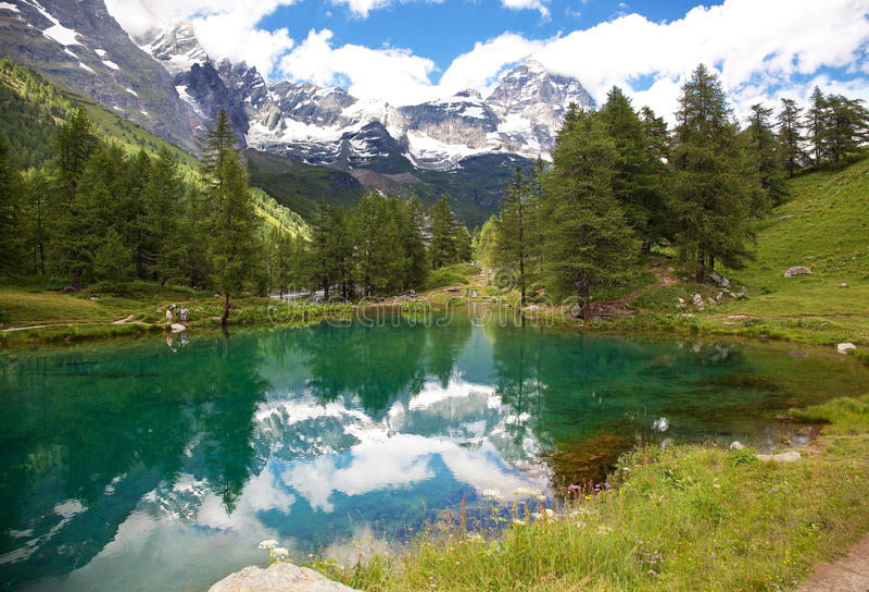 Cervinia,瓦尔d'Aosta,意大利。湖蓝色。 免版税库存图片