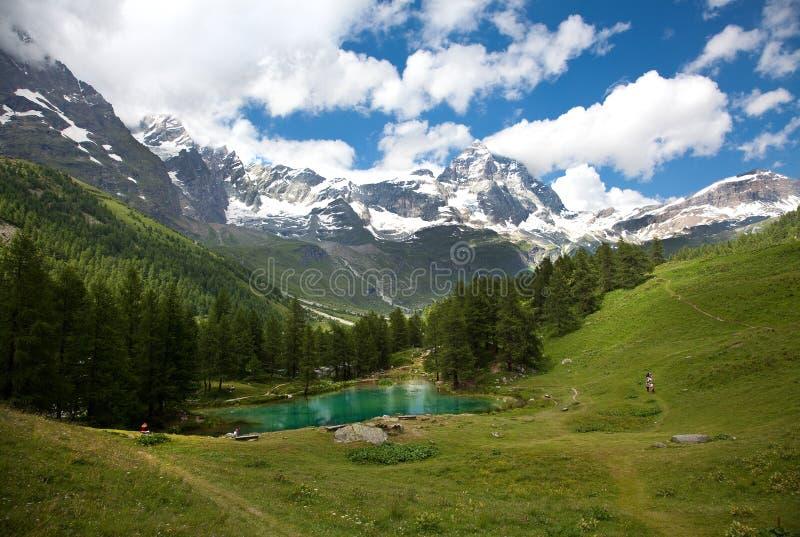 Cervinia, d'Aosta Valle, Италия (синь озера) стоковое фото rf