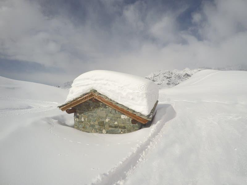 Cervinia, Włochy Panoramiczny widok skłony Włoscy Alps w zimie przy Breuil Cervinia ośrodkiem narciarskim zdjęcia stock