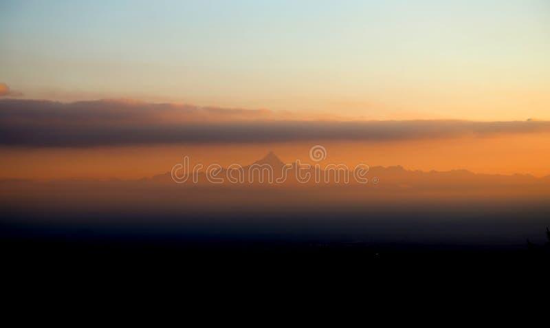 Cervino berg i nordliga Italien royaltyfri fotografi