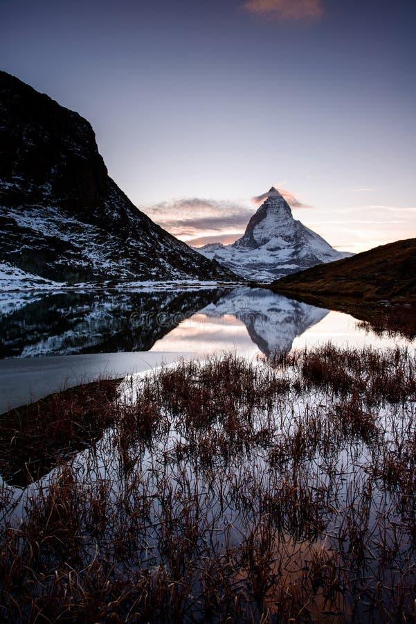 Cervino del lago de la montaña de Riffelsee imágenes de archivo libres de regalías