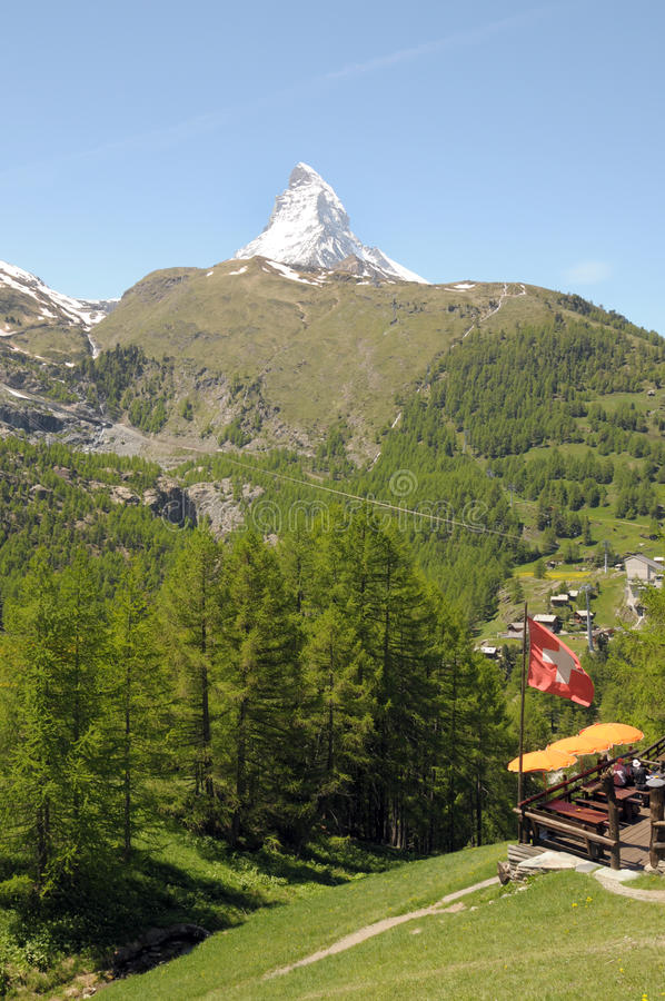 Cervino sobre el café cerca de Zermatt fotos de archivo