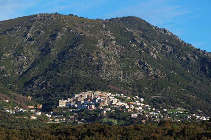 Cervione stad i Korsika royaltyfri fotografi