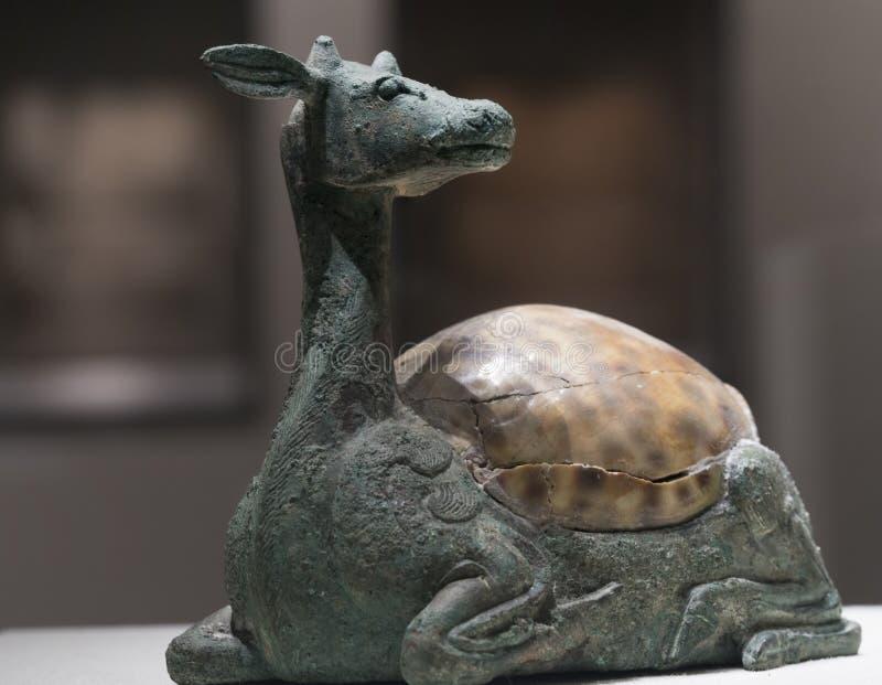Cervos-shapped Mat Weight Mounted de bronze com Shell imagem de stock