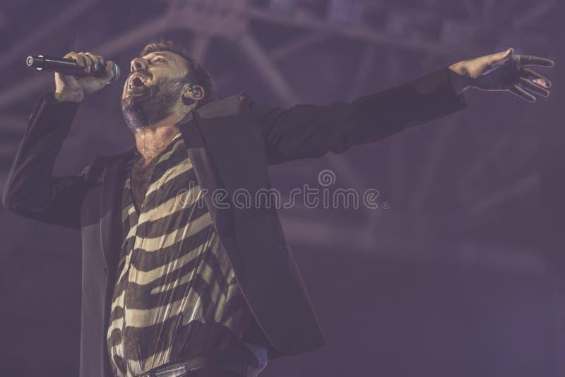 Cesare Cremonini vive en el concierto 2018 fotografía de archivo