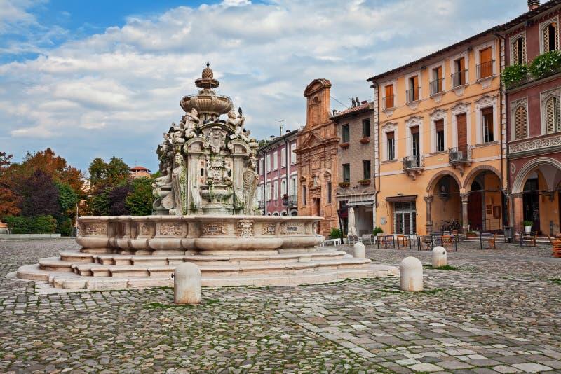 Cesena, Αιμιλία-Ρωμανία, Ιταλία: η αρχαία πηγή Fontana del στοκ εικόνα